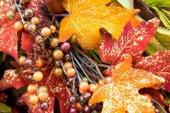 La caída colorea las decoraciones caseras - hojas Imagen de archivo