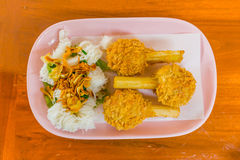 La caña de azúcar ensartada frió camarones o Chao tom - Vietnames picaditos Imágenes de archivo libres de regalías