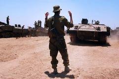 La CA fuerza los tanques y los vehículos armados fuera de la Franja de Gaza  Fotos de archivo libres de regalías