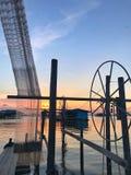 La cabaña en el lago y la herramienta cogen pescados Fotografía de archivo