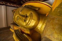 La cabeza de Buda de descanso Foto de archivo libre de regalías