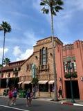 La cabeza del ` s de Adrian y de Edith al dedo del pie hace compras, los estudios de Hollywood, Orlando, FL Foto de archivo