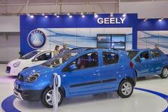 Insieme dei modelli dell'automobile di Geely su esposizione fotografie stock