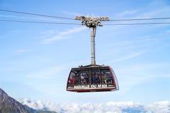 La cabina del teleférico de Aiguille du Midi, Francia Foto de archivo