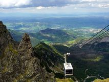 La cabina di funivia alla montagna di Kasprowy Wierch fotografia stock libera da diritti