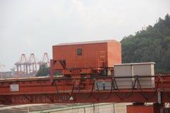 La cabine sur la grue de portique Image libre de droits