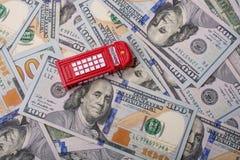 La cabine téléphonique modèle est sur les billets de banque de dollar US Photographie stock libre de droits