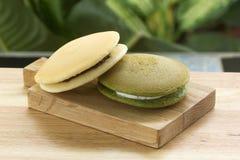 La cacerola de Dorayaki del té verde y de la haba roja se apelmaza Foto de archivo libre de regalías