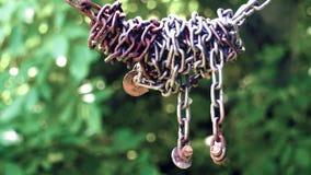 La cadena de acero oxidada almacen de video