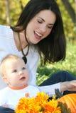 la caduta del neonato fiorisce il tema della madre Fotografie Stock
