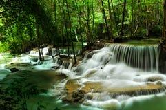 La caduta dell'acqua in natura Fotografie Stock Libere da Diritti