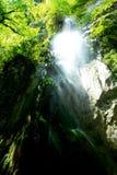 la caduta di gocce della cascata Fotografia Stock Libera da Diritti