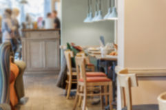 La caffetteria, caffè ha offuscato il fondo con l'immagine del bokeh Immagini Stock Libere da Diritti