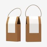 La caja de la comida del papel de Brown que empaqueta con la manija, trayectoria de recortes incluye Foto de archivo