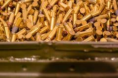 La caja de la munición de 22 milímetros se cierra Imagen de archivo libre de regalías