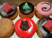 La caja de la Navidad adornó los buñuelos y los pasteles Fotografía de archivo