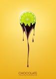 La calce affettata ha immerso in cioccolato fondente di fusione, la frutta, il concetto di ricetta della fonduta, trasparente, il Immagini Stock