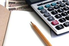 La calculadora y la nota para calculan Fotografía de archivo libre de regalías