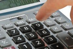 La calculatrice et une main de l'homme images libres de droits
