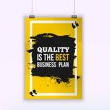 La calidad del cartel es el mejor plan empresarial Concepto de diseño de la cita del negocio de la motivación en el papel con la  Fotografía de archivo libre de regalías