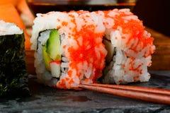 La California rotola i sushi di uramaki Fotografie Stock