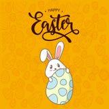 La caligraf?a dibujada mano feliz y el cepillo de Pascua encierran las letras ilustración del vector
