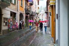 La calle central de la ciudad de Ormea, Italia 20 de agosto de 2016 Foto de archivo