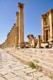 La calle Colonnaded de Cardo, Jerash imagenes de archivo