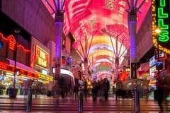 La calle colorida de Fremont es una parte de la tira famosa de Las Vegas Foto de archivo