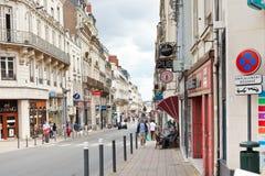 La calle de Rue Saint Aubin adentro enoja, Francia Imagen de archivo libre de regalías
