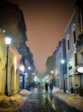 La calle de una Bucarest por noche Fotografía de archivo