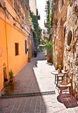 La calle estrecha Imagen de archivo