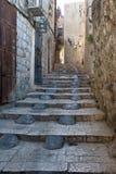 La calle estrecha en el cuarto árabe de la C vieja Imágenes de archivo libres de regalías