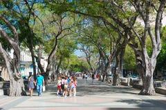 La calle famosa de Paseo del Prado en La Habana vieja Foto de archivo libre de regalías