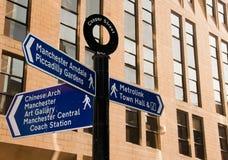 La calle firma adentro Manchester, Reino Unido Foto de archivo