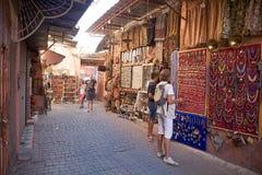 La calle hace compras en Marrakesh Foto de archivo