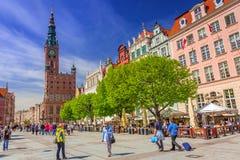 La calle larga del carril en la ciudad vieja de Gdansk Foto de archivo libre de regalías