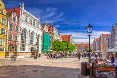 La calle larga del carril en la ciudad vieja de Gdansk Imagen de archivo libre de regalías