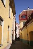 La calle más pequeña de Tallinn imágenes de archivo libres de regalías