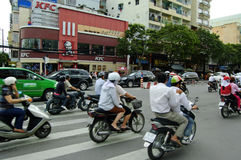 La calle muy transitada de Ho Chi Minh City Fotos de archivo