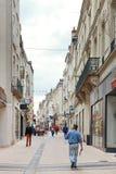 La calle Rue Baudriere adentro enoja, Francia Foto de archivo