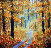 La calle se puntea con las hojas amarillas Árboles en otoño en un fondo del cielo azul con las nubes Fotografía de archivo