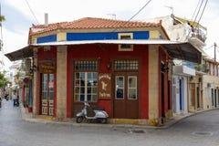 La calle típica en la isla de Aegina Fotografía de archivo libre de regalías