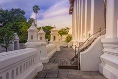 La calzada dentro del templo con la construcción hermosa fotos de archivo libres de regalías