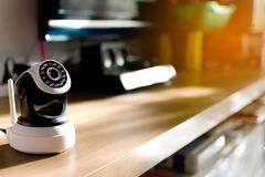 La caméra de sécurité de télévision en circuit fermé fonctionnant dans la maison Image libre de droits