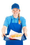 La camarera cómoda sirve los alimentos de preparación rápida Fotos de archivo