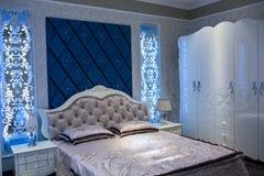 La camera da letto dei genitori dolci della casa Fotografia Stock