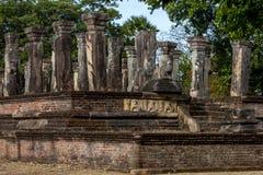 La camera del Consiglio di re Nissankamamalla all'interno del giardino dell'isola a Polonnaruwa nello Sri Lanka Fotografia Stock Libera da Diritti