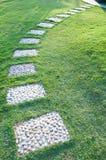 La caminata en el jardín Imagenes de archivo