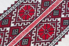 La camisa con el ucraniano nacional bordó colores rojos y negros Imagenes de archivo